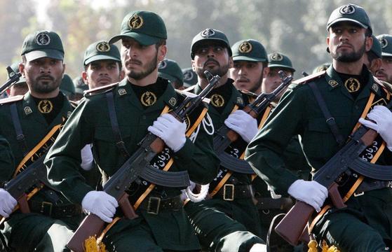 이란 혁명수비대는 이란혁명을 계기로 창설돼 이슬람 신정체제를 수호하는 정권 보위 역할을 맡고 있다. [사진 AP]