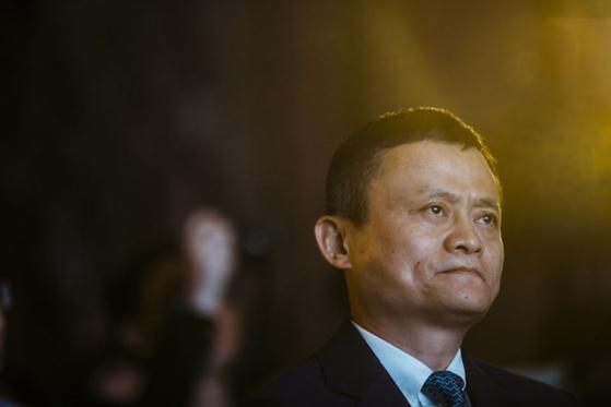 중국 당국의 '괘씸죄'에 걸린 마윈(馬雲) 알리바바 창업자가 두 달 넘게 공식 석상에 모습을 드러내지 않고 있다. 사진은 2016년 홍콩에서 열린 핀테크 컨퍼런스에 참석한 마윈의 모습. [블룸버그=연합뉴스]