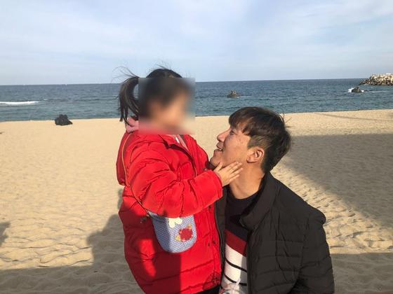 미혼부 김지환씨와 딸 사랑이. 본인 제공