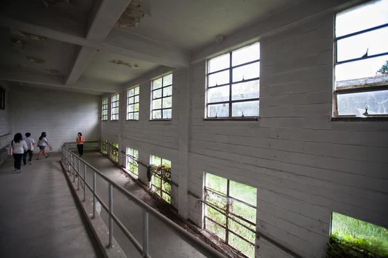 5·18 사적지로 지정된 옛 국군광주병원 내부 모습. [사진 광주비엔날레]