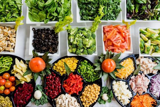 육식을 먹더라도 채식 속에 들어있는 효소가 충분해야 소화 흡수된다. 고기를 먹는 만큼 채식의 양도 늘려주는 식사를 하자. [사진 pxhere]