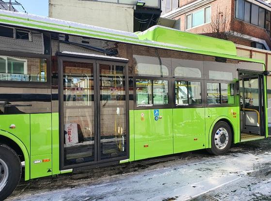 서울 서대문구는 11일부터 전기차 마을버스를 운행한다. 서울에서 운행하는 첫 전기차 마을버스다. [사진 서대문구]