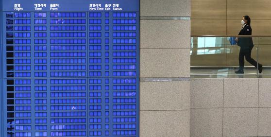 일본에서 새로운 코로나19 변이 바이러스가 발견되는 등 변이 바이러스가 국내를 비롯한 세계 곳곳으로 퍼지고 있는 가운데 11일 인천국제공항 제1터미널에 적막감이 감돈다. 뉴스1