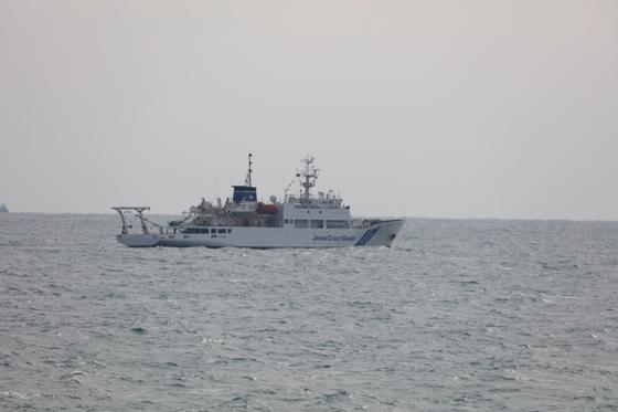 12일 제주 해경과 대치 중인 일본 해상보안청 측량선 소요호. [사진 제주해경청]