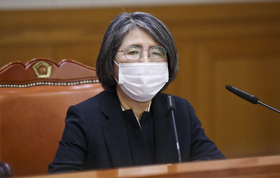 지난해 9월 김영란 양형위원장이 14일 오후 서울 서초구 대법원에서 열린 제 104차 양형위원회 회의에 참석해 있다. 사진기자협회