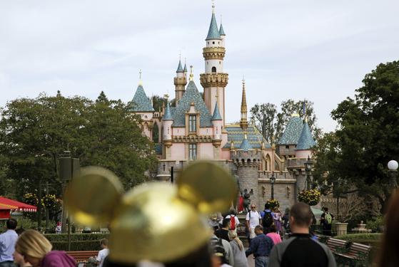 미국 캘리포니아주 오렌지카운티 애너하임에 있는 디즈니랜드. 이번 주 안에 이 곳엔 백신 접종소가 문을 연다. [AP=연합뉴스]