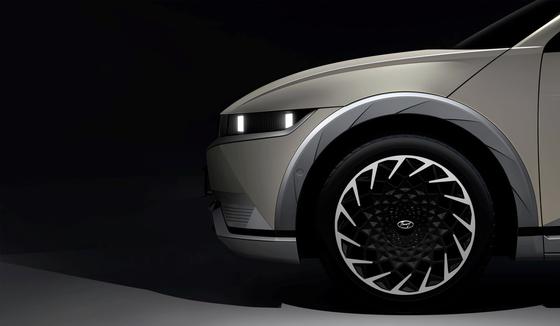 13일 현대차가 전기차 전용 플랫폼 E-GMP를 처음 적용한 아이오닉5 티저 이미지를 공개했다. 사진 현대차