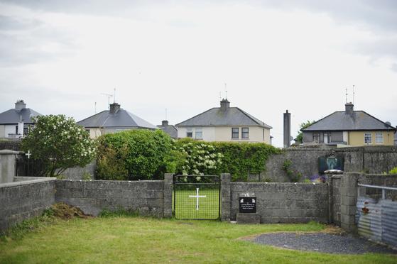 지난 2014년 아일랜드 골웨이주 투암에서 발견된 어린이 800명 집단 매장지. [EPA=연합뉴스]