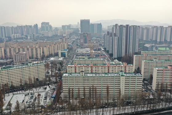 올해부터 종부세가 대폭 강화되면서 다주택자 매도보다 증여가 크게 늘고 있다. 사진은 서울 강남 아파트. [뉴시스]