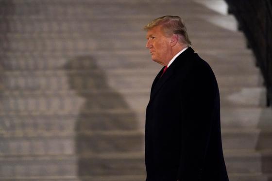 도널드 트럼프 미국 대통령이 12일(현지시간) 텍사스주를 방문하고 백악관으로 돌아오고 있다. AP=연합뉴스