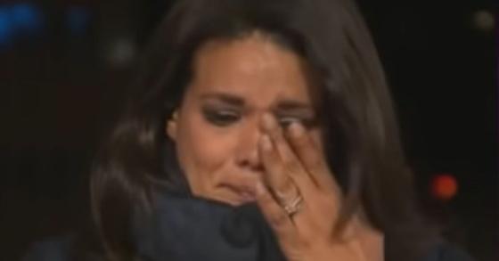 지난12일(현지시간) CNN기자 사라 시드너가 생방송으로 캘리포니아주의 코로나19 상황을 전하던 중 감정이 격해져 눈물을 흘리고 있다. [CNN 유튜브 캡처]