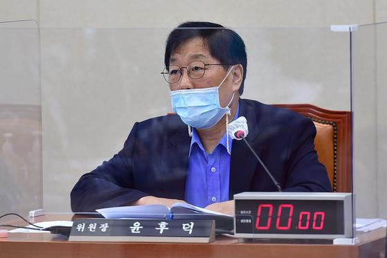 발언하는 윤후덕 기재위원장. 연합뉴스