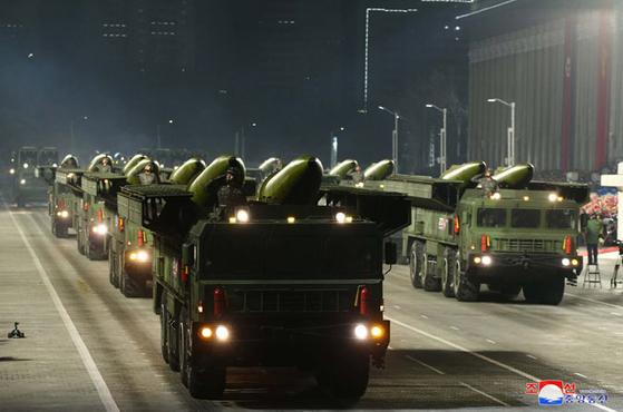 북한이 14일 평양 김일성광장에서 열병식을 진행하고 있다. [연합뉴스]