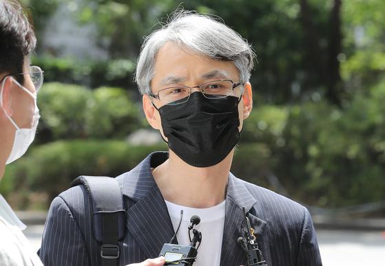 지난해 7월 서울지방경찰청을 방문한 신승목 적폐청산 국민참여연대 대표. 뉴스1
