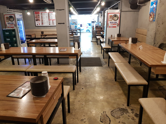 15일 오후 서울 마포구 일대 식당이 점심시간이지만 텅 비어 있다. 김지혜 기자