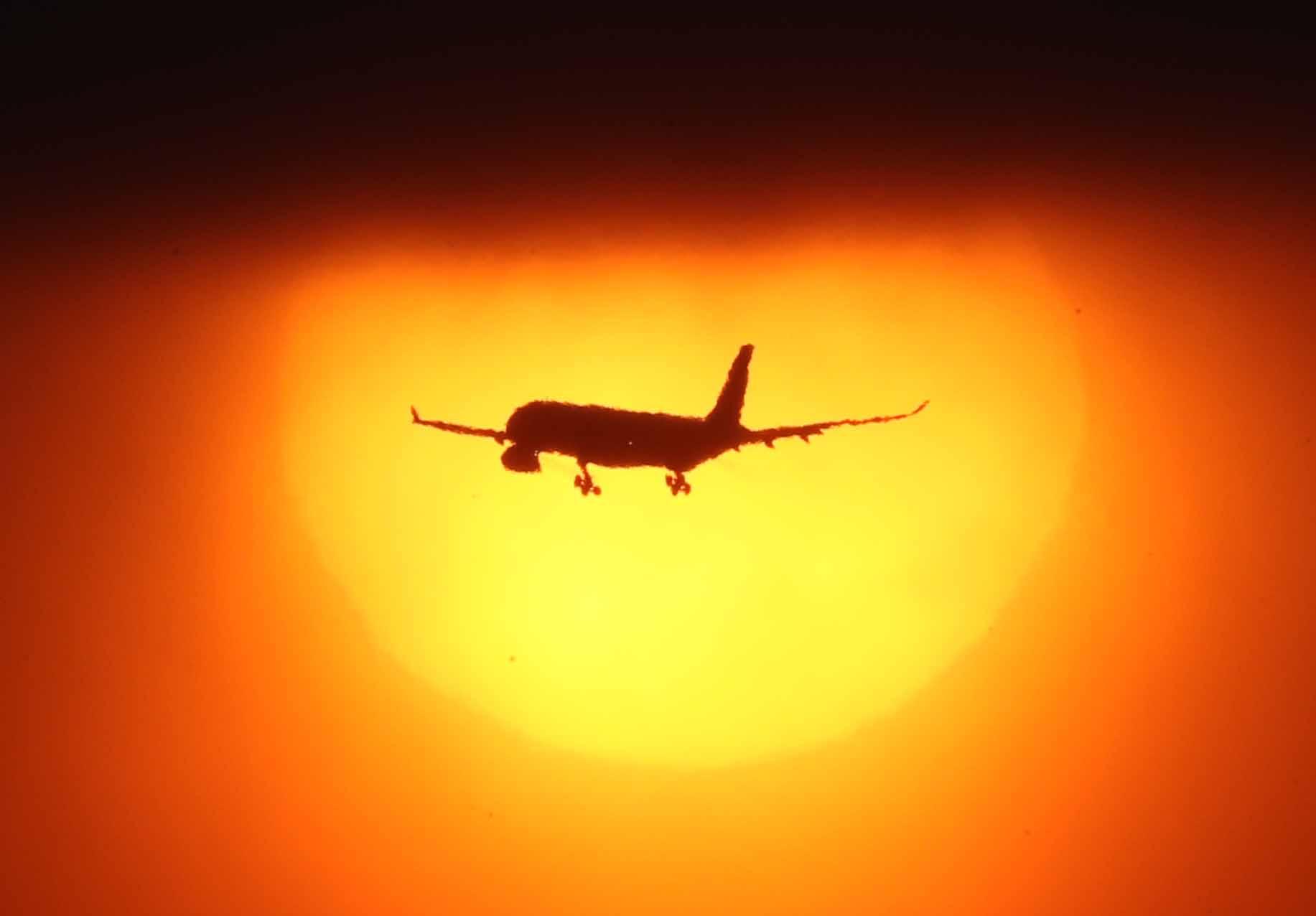 비행기가 날아다니는 하늘길을 항로라고 부르다. [중앙일보]