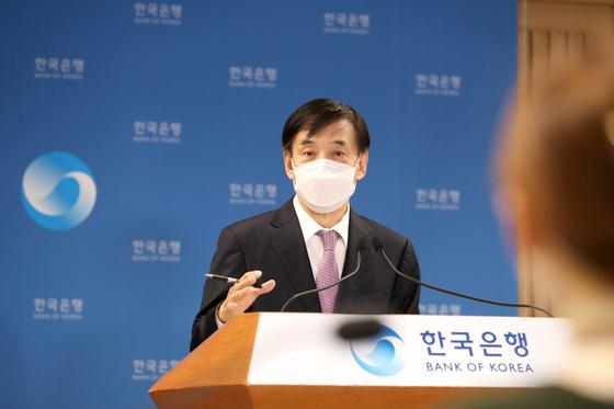 이주열 한국은행 총재가 15일 금융통화위원회 이후 열린 온라인 기자간담회에서 발언하고 있다. 한국은행