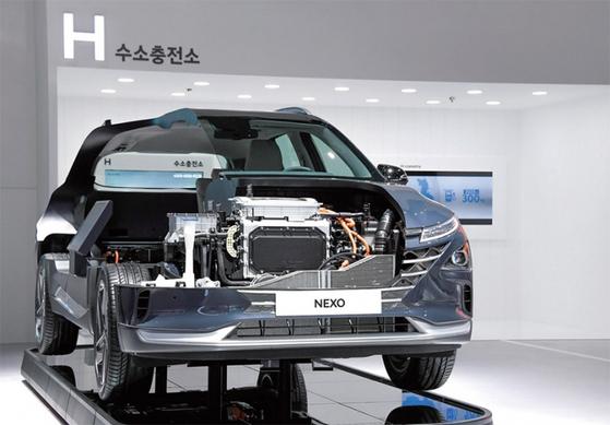 2020년 7월 현대자동차가 경기 고양시 킨텍스에 전시한 넥쏘 절개차 모습 / 사진:연합뉴스