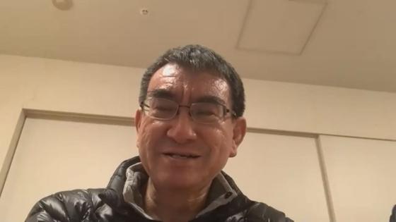 고노 다로(河野太郎) 일본 행정개혁담당상이 지난 14일 중앙일보와 화상으로 인터뷰하고 있다. 고노 장관은 지난 8일 긴급사태가 선언된 이후 각료 중 유일하게 재택근무를 하고 있다. [사진=zoom 캡처]