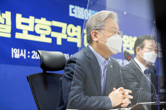 이재명 경기지사가 지난 14일 국회 의원회관에서 열린 군사시설 보호구역 해제 및 완화 당정협의에서 발언하고 있다. 경기도