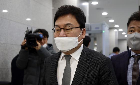 지난해 11월 27일 이상직 무소속 의원이 전북 전주지방법원에 들어서고 있다. 연합뉴스