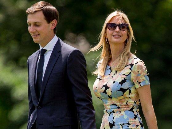 도널드 트럼프의 딸인 이방카(오른쪽)와 재러드 쿠슈너 백악관 고문. 중앙포토