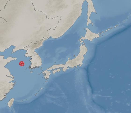 기상청은 19일 오전 3시 21분쯤 중국 칭다오 동쪽 332㎞ 해역에서 리히터 규모 4.6 지진이 발생했다고 밝혔다. 진원지를 나타낸 지도. 자료 기상청
