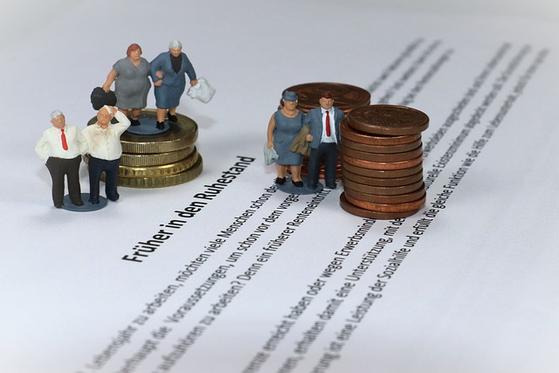 정년 퇴직을 앞둔 정 씨. 국민연금으로 최소한의 노후자금은 마련돼 있지만, 월 현금흐름 500만원을 안정적으로 만들려면 어떻게 해야 할지 궁금하다. [사진 pixabay]