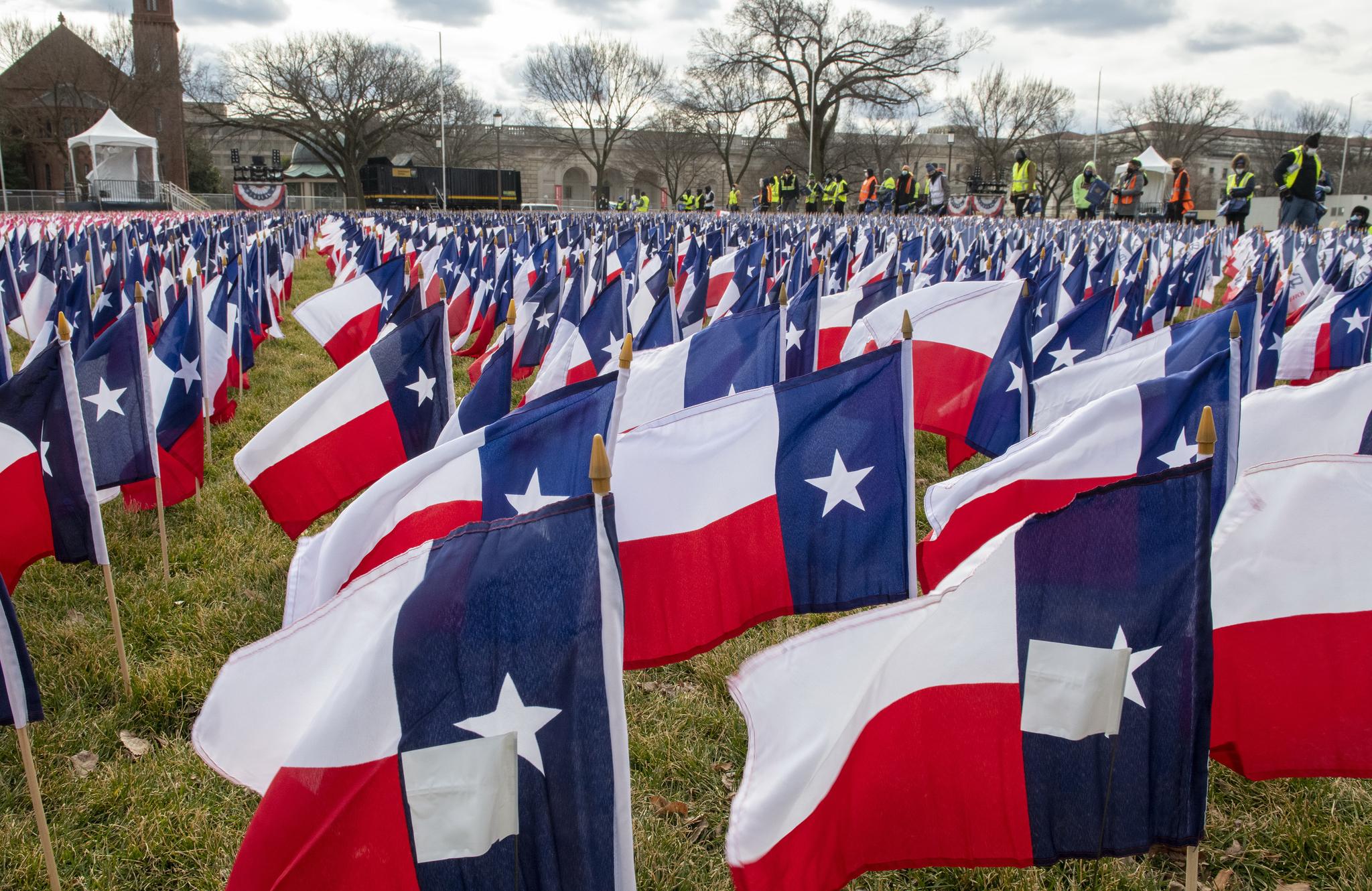 깃발의 들판(Field of Flags). 미국 대통령 취임식에 모이던 인파 대신 깃발이 펄럭인다. UPI=연합뉴스