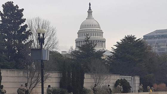 지난 14일(현지시간) 워싱턴 DC 의사당 외곽에 배치된 주 방위군. [연합뉴스]