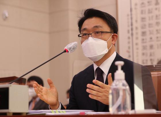 김진욱 고위공직자범죄수사처(공수처)장 후보자가 19일 국회에서 열린 인사 청문회에 참석했다. 오종택 기자