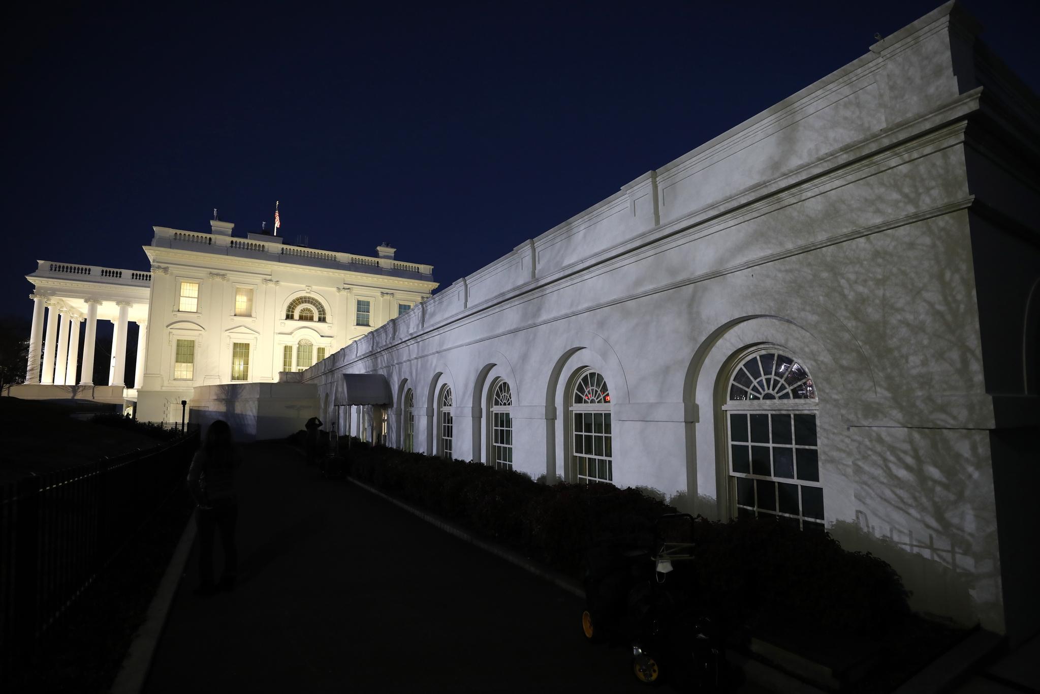 해가 지자 백악관은 정적만 흘렀다. EPA=연합뉴스