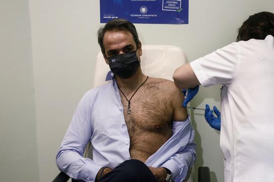 그리스 총리 Michotakis는 18 일에 두 번째 코로나 백신 접종을받습니다.[AFP=연합뉴스]