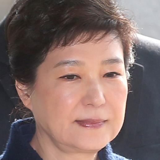 박근혜, 코로나 확진 직원과 밀접접촉…호송차량 동승