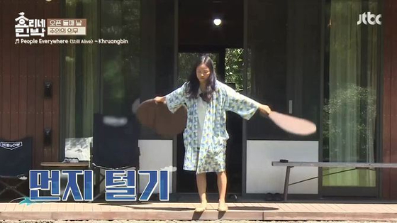 이효리가 입어 유행한 라운지웨어 '로브'. [사진 JTBC 효리네민박]