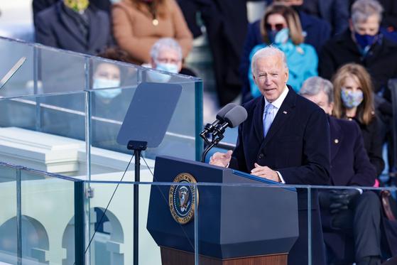 미국의 제46대 대통령 조 바이든 대통령이 20일(현지시간) 취임식장에서 연설을 하고 있다. AFP=연합뉴스
