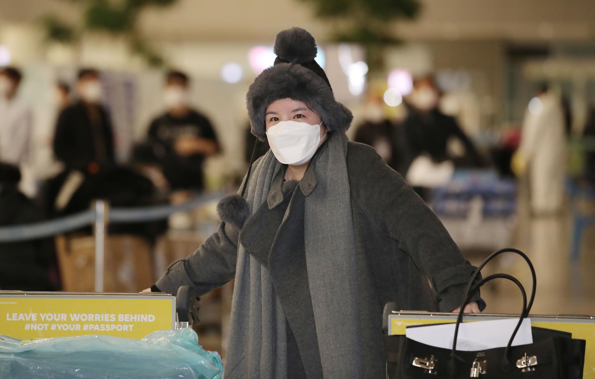 향정신성 의약품을 투약했다 강제출국당한 방송인 에이미가 20일 오후 인천국제공항 제2터미널을 통해 귀국하고 있다. 뉴시스