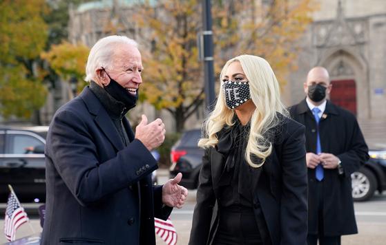 미국 대선 유세 마지막날이던 지난해 11월 2일(현지시간) 펜실베이니아주 피츠버그에서 열린 조 바이든 당시 민주당 대선 후보 유세에 나선 모습. 로이터=연합뉴스
