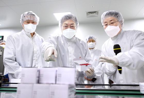 [사진] SK 백신 위탁생산 공장 방문
