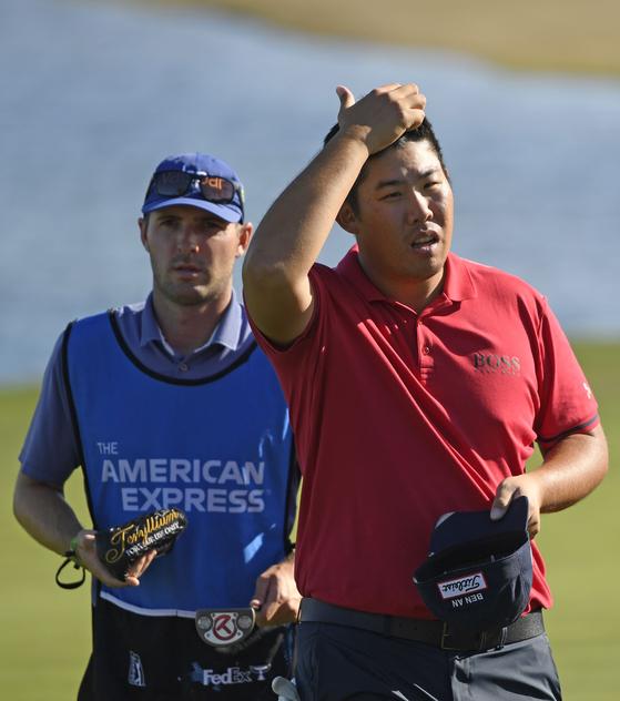 PGA 투어 아메리칸 익스프레스 첫날 일정을 마친 뒤 홀아웃하는 안병훈. [AFP=연합뉴스]