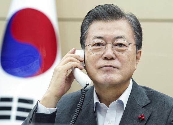한·코스타리카 정상통화…문 대통령, 전기열차사업 韓기업 참여 요청