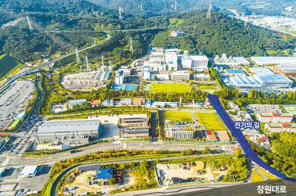 창원시는 한국전기연구원의 국가와 지역 발전에 대한 공로를 인정해 지난해 12월 한국전기연구원 창원본원 출입도로명을 '전기의 길'로 바꿨다. [사진 한국전기연구원]
