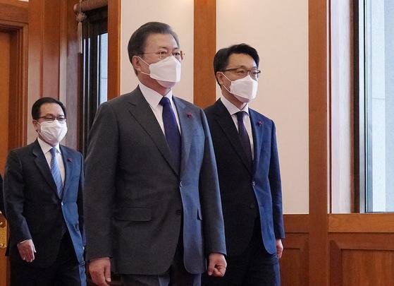 尹에 살아있는 권력도 수사하라던 文, 김진욱엔 말 아꼈다