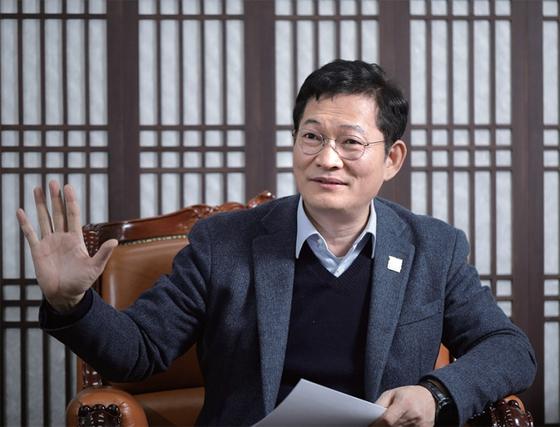 송영길 국회 외교통일위원장이 월간중앙과의 인터뷰에서 바이든 시대 한·미 상생의 길에 대해 역설하고 있다.