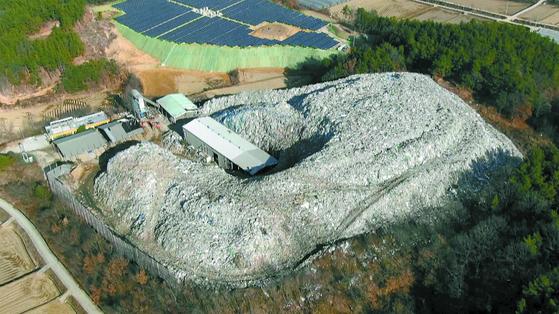 쓰레기산 해결 1등 공신…시멘트 공장 중금속 오염 괜찮나
