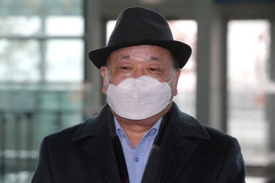 강창일 신임 주일대사가 22일 오전 인천국제공항 2터미널에서 부임지인 일본으로 출국하고 있다. 연합뉴스
