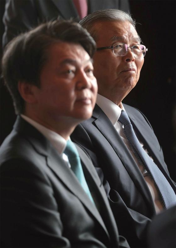김종인 국민의힘 비대위원장(오른쪽)은 안철수 국민의당 대표(왼쪽)를 야당 단일후보로 전제하는 발상에 반대한다.