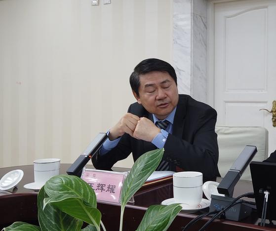 세계화 연구 센터 (CCG)의 왕 후이 아오 소장과 중국 국무원이 2019 년 국무원 재난 개회식에서 재난을 공개했다. 신진 기자