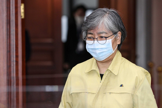 정은경 질병관리청장이 22일 오전 서울 종로구 정부서울청사에서 열린 코로나19 대응 중앙재난안전대책본부(중대본) 회의에 참석하고 있다. 뉴시스