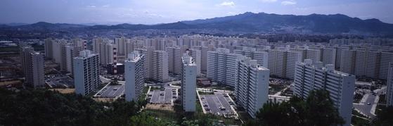 경기도 광명시의 아파트단지. 광명시는 층간소음으로 환경환경공단 이웃사이센터에 방문 상담을 신청한 비율(2017년 하반기~2018년, 가구당 0.042%)이 아파트 가구가 1만개 이상인 경기도 내 27개 시군(평균 0.062%) 중 가장 낮았다. 중앙포토